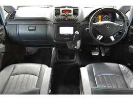 高級感のあるヒーター付ブラックレザーシート 6人乗り3列シート(セカンドシート サードシート前後スライド&リクライニング機能&脱着可能)