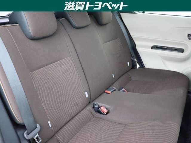 後席もゆとりあるスペ-スをしっかり確保。