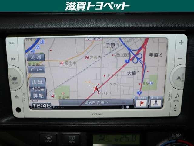 トヨタ純正ナビゲ-ション装着車です。ワンセグ放送・CD再生・FM・AMラジオなど多機能に再生できるナビゲ-ションです。