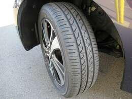 タイヤ4本とも新品に替えさせて頂いておりますので、ご安心してお乗り頂けますよ~♪