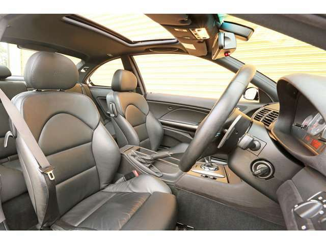 オプションでナッパレザーシートが選択されております!しなやかで柔らかい肌触りが特徴で快適にドライブがお楽しみいただけます!