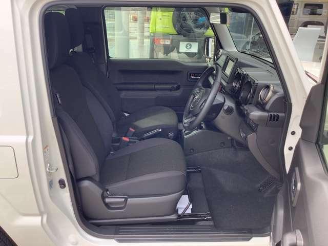 幅広のシートフレームとクッション性能の適化により、オフロードでの優れた乗り心地を確保。