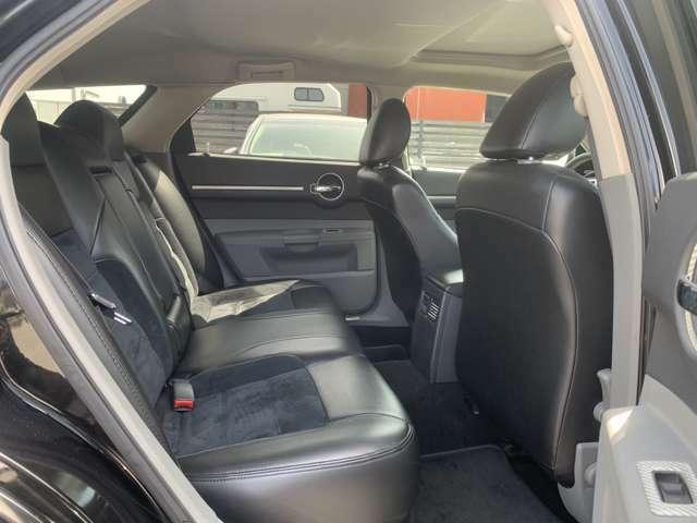 【後部座席】 運転席・助手席同様、綺麗に保たれております。