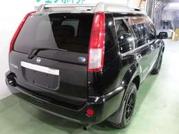内外装装備ではレザーシート シートヒーター ブラック16AW DVDナビ HID スマートキー ETC装備されてます。