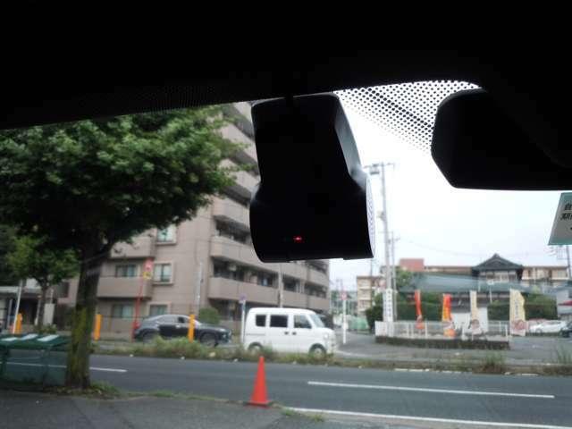 BMW純正のドライブレコーダーも装備されております!