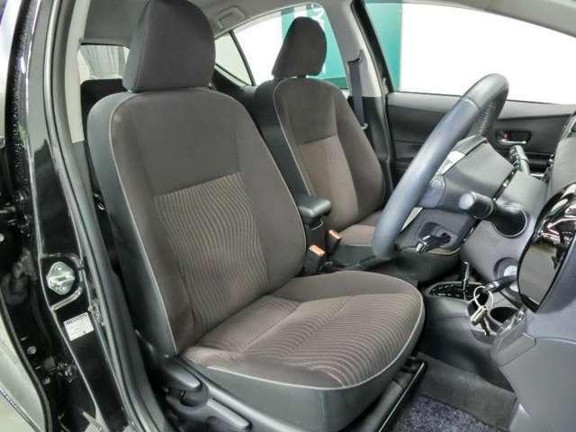 運転席シートです。フィット感が有り座り心地の良いシートです。
