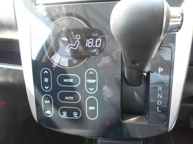フルオートエアコン装備中!温度調整のみで快適な風量や吹き出し口などの自動調整をコンピューターが設定した温度に基づいて適切に行います。