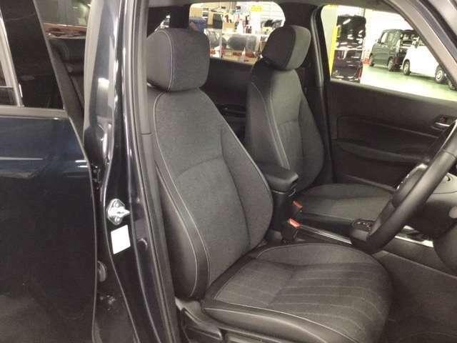 新設計のシート骨格と厚みが増したクッションで疲れにくく、座り心地の良いシートです。