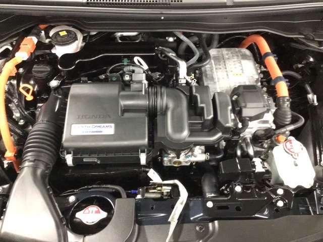効率を追求したエンジン+2モーターシステムです。市街地ではエンジンは充電に専念、電気の力で上手に走りますよ。