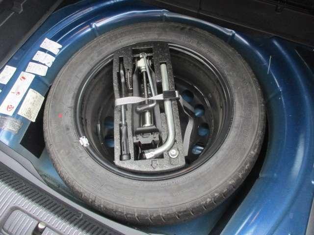 Bプラン画像:ラゲッジスペース下部にはスペアタイヤ+車載工具も完備されておりますので緊急時でも安心です♪