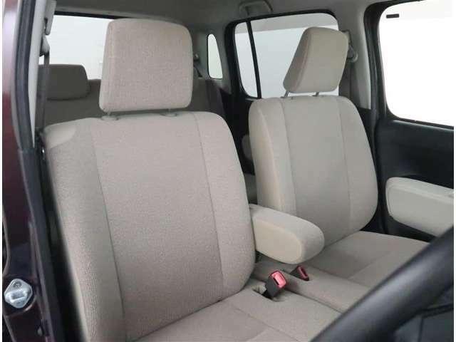 【フロントシート】ベンチシートタイプのフロントシートになります。