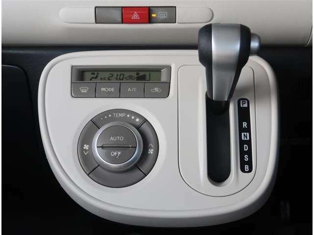 【エアコン】エアコンは温度調節がしやすいオートエアコンになります。