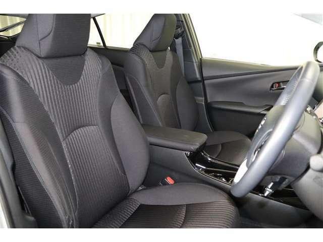 安定感があり、座り心地のよいフロントシート