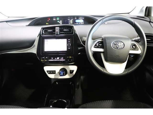 広々とした運転席まわりで、快適ドライブが楽しめます!