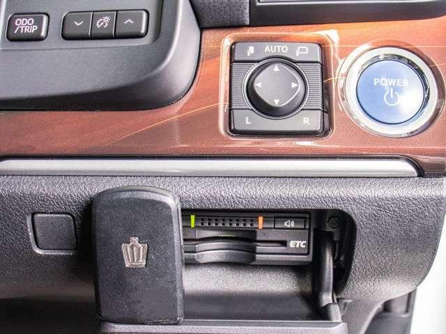 ビルトインETC装備!見た目の部分も良いですが、ETCカードの盗難防止になる設置箇所です!料金所の渋滞回避!時間帯・日によって料金の軽減を受けられます!ストレス知らずのドライブ!