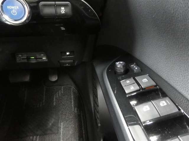電動格納式のミラーなので、ボタン一つで、ミラーの開閉が出来ます。【岐阜トヨタUC大垣店 大垣市中ノ江1-5-4 0584-82-1311】