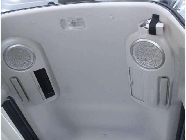 【車いす】安心してお乗りいただくために、1車いすはヘッドレストが付いている2シートトベルトが正しい位置に掛けられる3ウインチベルトと固定用ベルトのフックが掛けられるものをお勧めします。