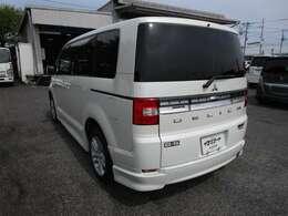 デリカD:5の左リヤビュー UV&プライバシーガラスで、車内の紫外線&プライバシーをシャットアウト