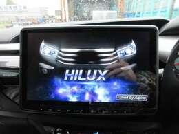 車種専用アルパイン11型ナビ♪ ナビ起動時にHILUXの画面が表示されます♪
