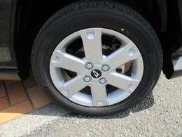 【タイヤ】車もオシャレは、足元から!!車のデザインを損なわないホイールが装着されています!!!15インチ