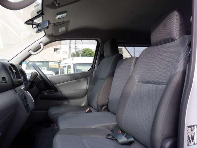 お客様にご安心頂ける様 安心の保証をご用意しております!!6か月または5000km保証 長期保証もございます。中古車に少しでもご不安がある方でも安心してお好きなお車をお買い求めください!
