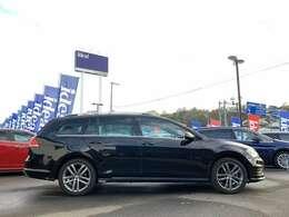 常時150台在庫の輸入車専門大型展示場。展示場に無いお車も全国より、お探しします。