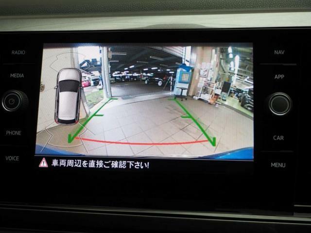 リアビューモニターで駐車をサポートします。オプティカルパーキングシステム搭載です。