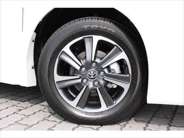 国産タイヤのトヨタ純正16インチアルミホイール☆ホイールの変更やローダウンのカスタムも承っております!