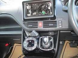 オートエアコンなので快適に室内を保ちます!デュアルタイプなので運転席側・助手席側の体感温度の違いに合わせて設定できます。