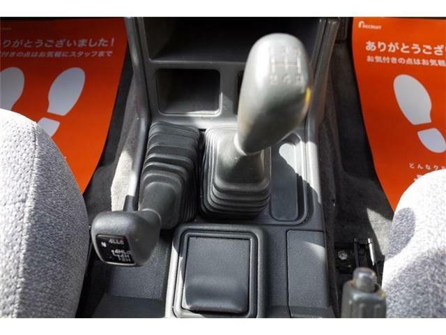 5速のマニュアル車です☆インスタ(@glister-Sapporo)ホームページ(glister-Sapporo.com)こちらの方もチェックしてくださいね☆