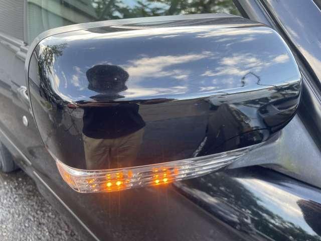 ミラーウィンカーがついておりますので対向車や歩行者からの視認性も上がり、安全面も◎で見た目もスタイリッシュでドレスアップ効果もでます♪