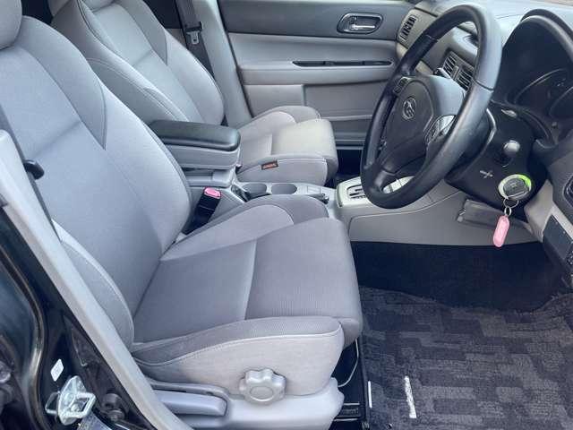 運転席のシートなどに目立つような汚れやシミなども少なくよれなどが無くキレイな状態です♪禁煙車ですのでシートへの焦げ跡等も無くとても綺麗な状態となっております♪
