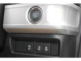 キーは、スマートキーです。エンジンスタートはプッシュ式となります。ドアの鍵もワンタッチで開閉可能です。リアスライドドアは左右共に電動タイプとなります♪