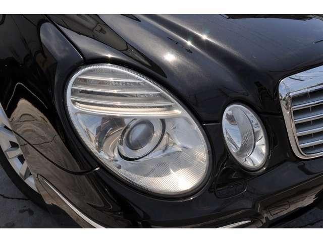 経年劣化や使用状況においてヘッドライトにくすみや黄ばみがでてきて車両が実年式より古くみえてしまう事が多く御座いますが、本車輌のヘッドライトはクリアな状態を保っており、実年式より新しく見えます♪
