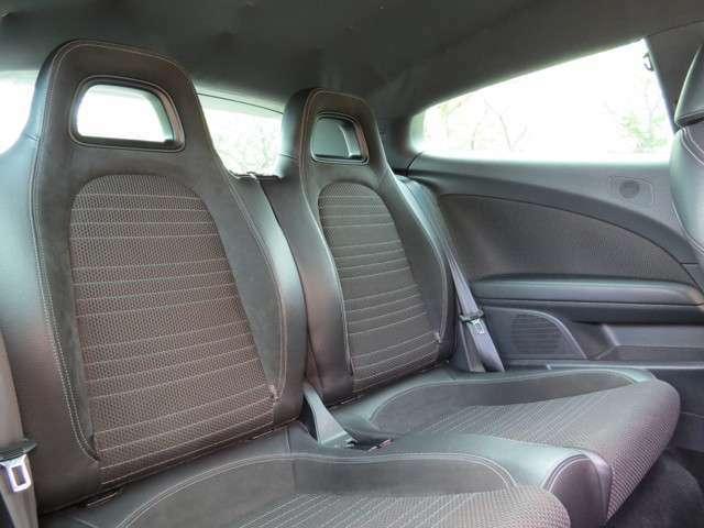 後部座席もきれい!座りやすくゆったりしています。