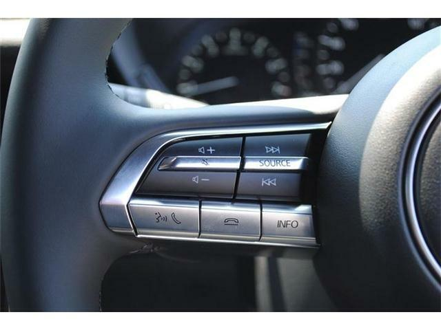 ステアリングスイッチが付いているので、運転中でも操作可能です!