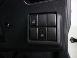 運転席にいながら後席助手席側電動スライドドアの開閉が可能です。