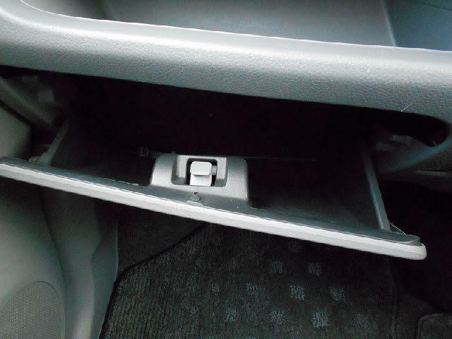 車検証入れなどに便利なグローボックス!
