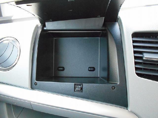 小物入れなどに便利なコンソールボックス!