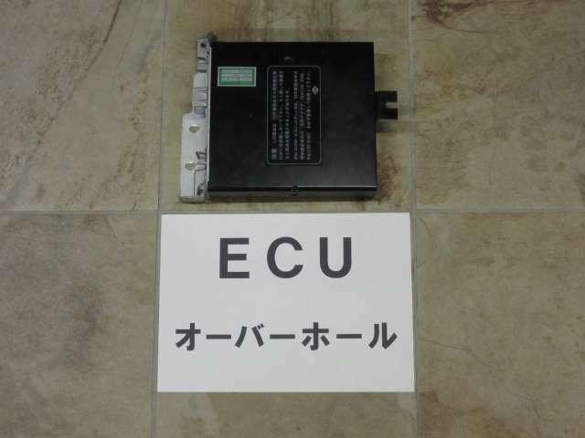 この年代の昭和車輌には黎明期のコンピューター(ECU)制御が採用されました。そして40年以上経た現在、ECU関連の故障が頻発します。ゆえに先手の予防整備として電子的オーバーホール作業を施工しました☆