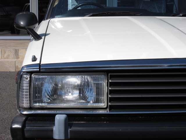 個性的な後期角目ヘッドライト☆ 美しく透明感もあり、ピカピカです☆ 少走行車両ゆえ、ライト内部のメッキ部分もピカピカです☆ 暗い夜道も安心して運転できます♪