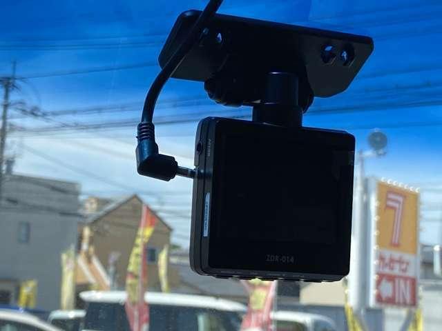 ドライブレコーダー付きなので事故などの時の証拠等になり便利です☆