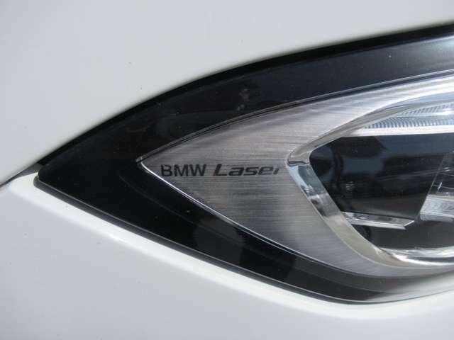 BMWレーザーライト。ハイビームモードを設定すると、最長500M迄の距離を照射致します。