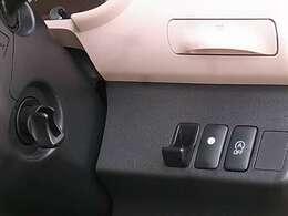 燃費の向上をサポートする『アイドリングストップシステム』装備♪その他、マルチインフォメーションディスプレイ[時計/外気温/平均燃費/航続可能距離表示他]やアームレスト[格納タイプ]など多数装備!!