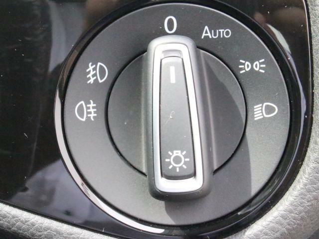 スッキリしたデザインのロータリー式ライトスイッチです。オートライト付きなので、自動点灯します。