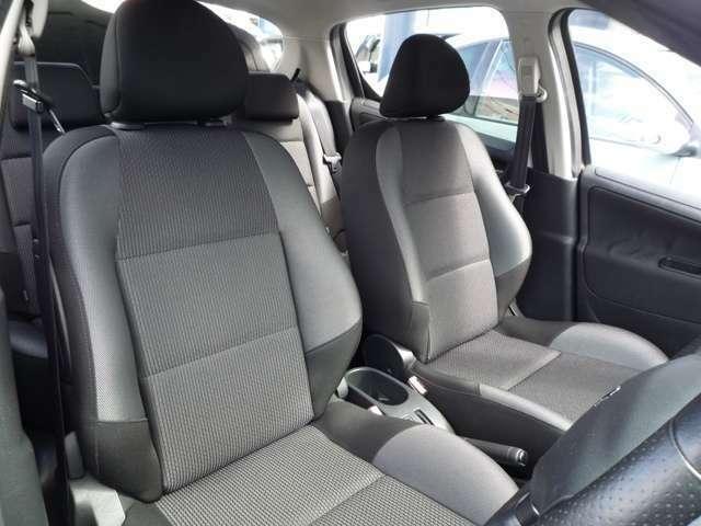 輸入車ならではの心地よく体にフィットするシート。長距離も疲れにくい、ロングドライブにも最適です。