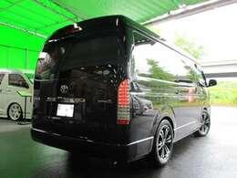 新車オートローン実質年利1.9%!120回払いOK!福祉車両につき消費税非課税。5名乗車(うち車椅子1名)。乗り心地改善として、HS製コンフォートシャックルを標準装備☆リアの突き上げを緩和致します。