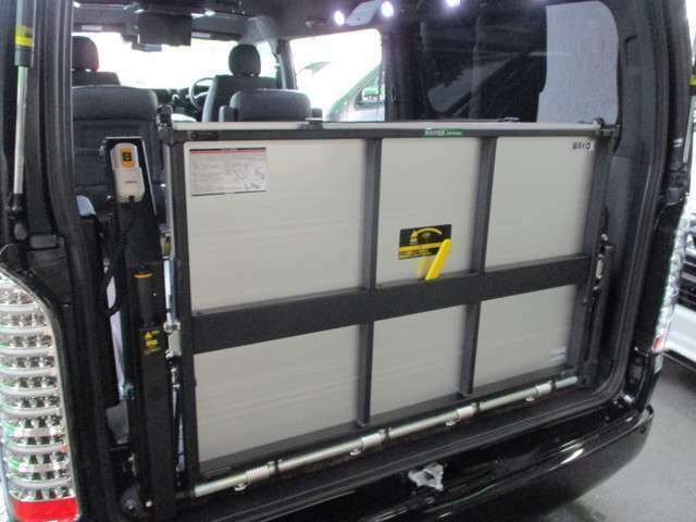 大手リフトメーカー「和光工業」製パワーリフト装着済み☆横幅はワイドな1,200mmを採用!