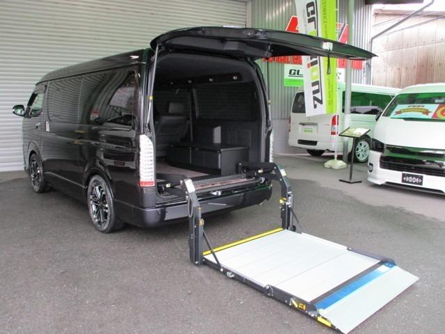新車ワイドダークプライム2ベース、カスタム済み車椅子移動車「トランスフォームVer.F」モデルSとなります。キャプテンシートや横開きリフトなど、より日常での使用に特化したモデルです。