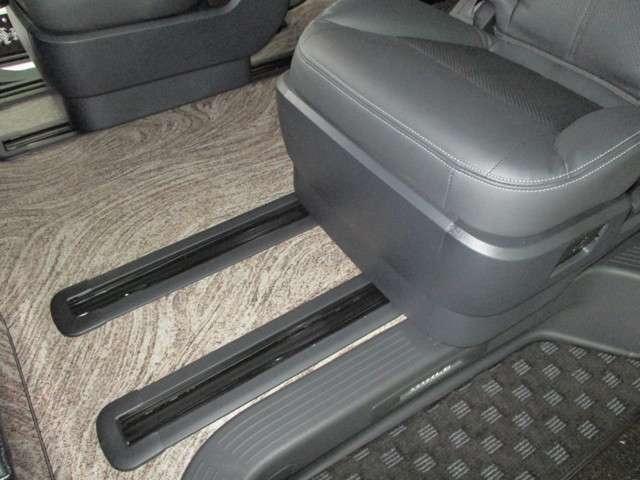 セカンドシートはスライドレール標準装備♪